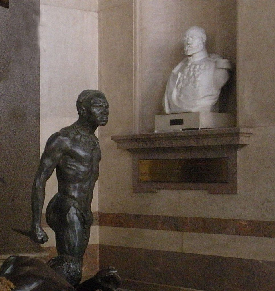"Fig.6  Bust of Émile Storms by Marnix d'Haveloose (1906) and Herbert Ward's ""Defiance"" (1909) as juxtaposed at the RMCA in 2010. Photograph 2010 by Kathleen Louw, with permission."