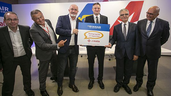 Ciaran Brannigan (Ryanair), Paul Sies (Air Malta), David O'Brien (Ryanair), Hon Dr. Kondrad Mizzi (Minister for Tourism), Dr. Charles Mangion (Air Malta) and Joseph Galea (Air Malta)