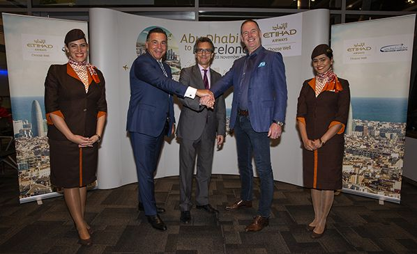 From left to right - Robin Kamark, Chief Commercial Officer, Etihad Aviation Group, H.E. Antonio Álvarez Barthe, Ambassador of Spain to United Arab Emirates and Tony Douglas, Group Chief Executive Officer, Etihad Aviation Group, flanked by Etihad crew