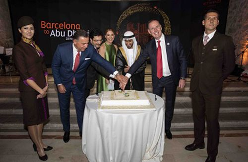 (From Left to Right) Robin Kamark, Chief Commercial Officer, Etihad Aviation Group, Isidre Gavin Valls, Secretary for Infrastructure and Transport and President of the BARDC (Barcelona Air Route Development Committee), MC Ainhoa Arbizu, His Excellency Mohamed Alshamsi, Consul General of the United Arab Emirates in Barcelona, Tony Douglas, Group Chief Executive Officer, Etihad Aviation Group, cut the ceremonial cake flanked by Etihad Airways Cabin Crew