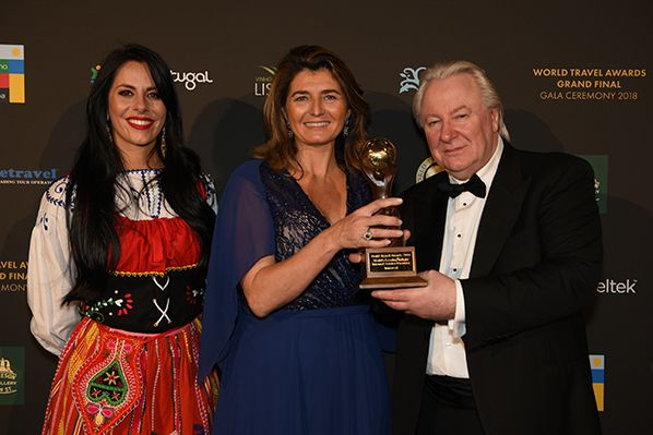 Inmarsat World Travel Award 2018 Isabelle Bachelier, Inmarsat's Vice President of European Sales, collects the 'World's Leading Inflight Internet Service Provider' trophy from Graham E Cooke, Founder and President of the World Travel Awards.