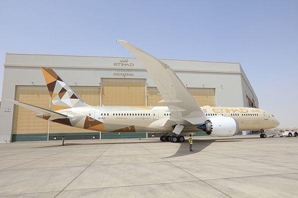 Boeing 787 Dreamliner outside hangar ©Etihad Airways Engineering