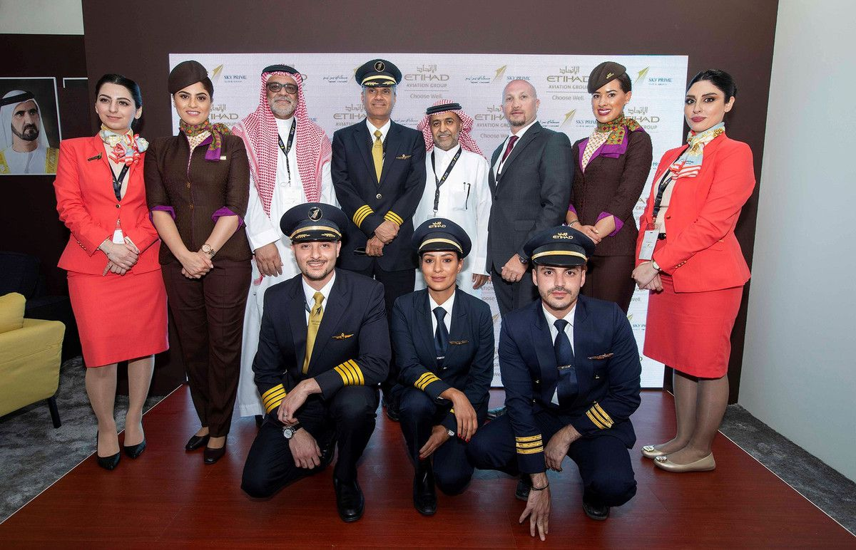 (left to right): Sky Prime and Etihad Airways cabin crew and pilots with Sky Prime's Captain Mamdooh Mokhtar, Chief Executive Officer and Turki Al-Otaibi, VP Support Services and Sales and Paolo La Cava, Director, Etihad Aviation Training partners with Sky Prime for pilot and cabin crew training.