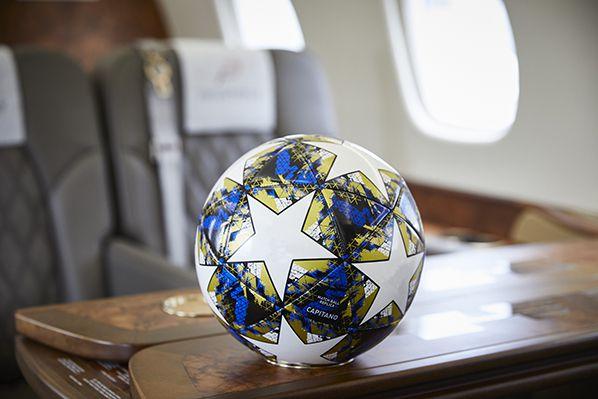 Ballon de football à bord du Legacy 600