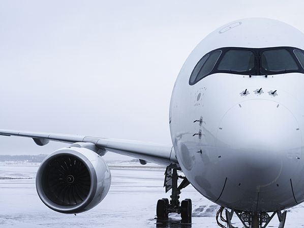 Finnair_A350_detail_nose_and_wing