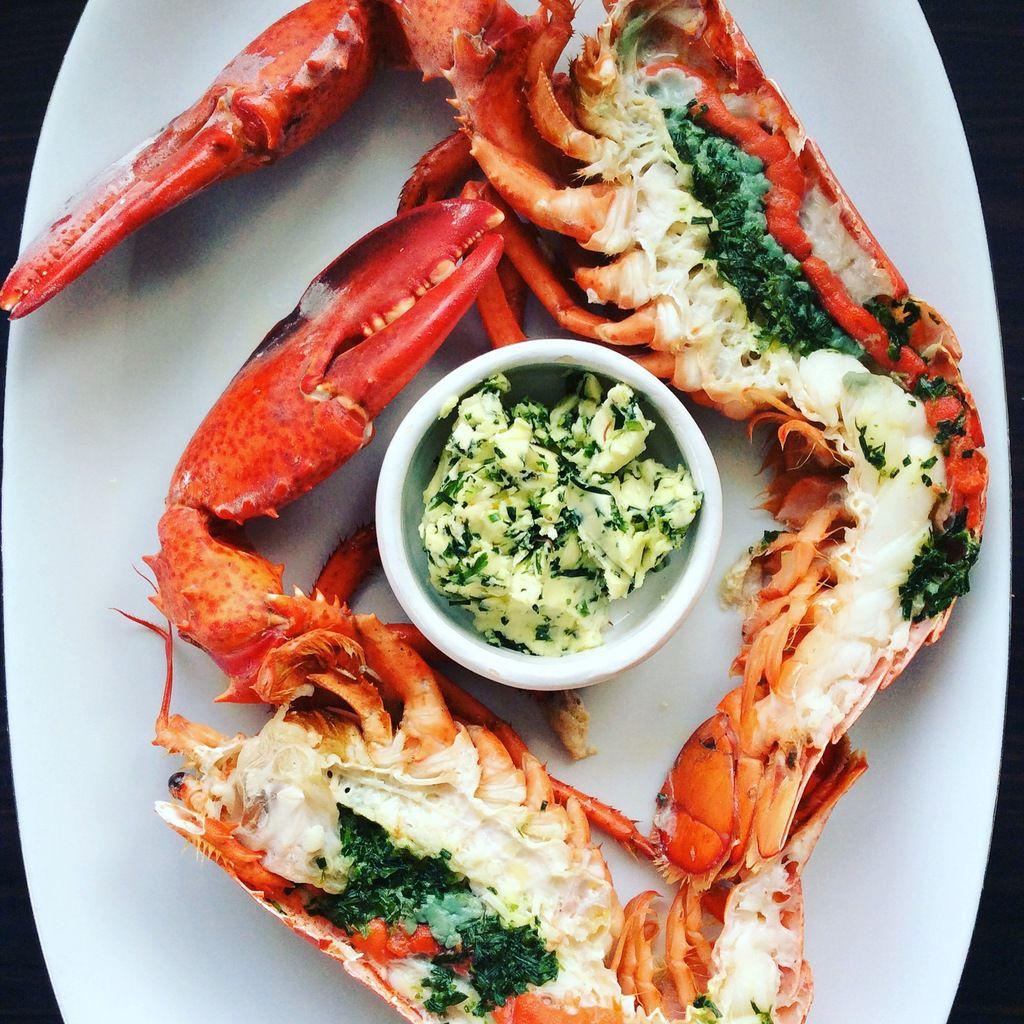 homards rôtis en basse température et beurre d'herbes