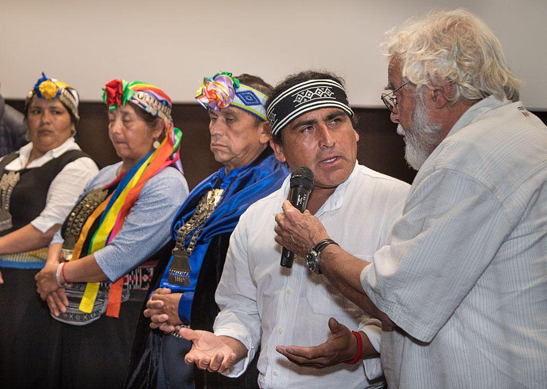 CUCURON  :  Salle pleine pour la conférence débat sur le peuple Mapuche