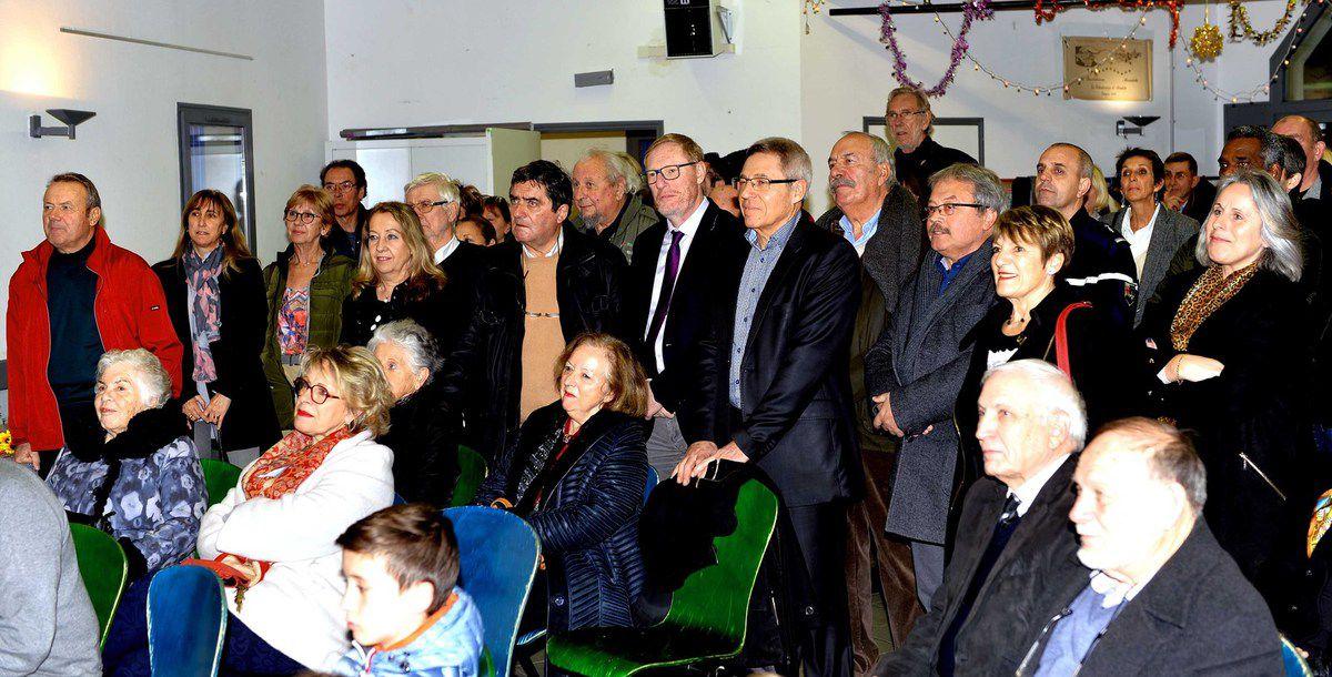 Photos AC  Le maire, les élus et  le public
