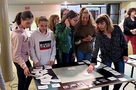 Photos XDR : les collègiens devant la Table Mash Up