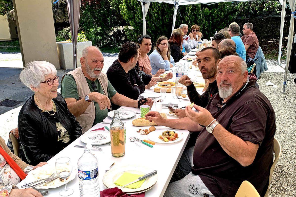 Photo AC : 150 convives étaient présents dimanche pour le pique nique organisé par le comité des fêtes