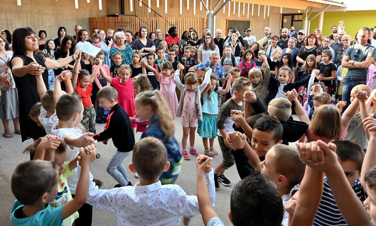 Photos AC : La rentrée scolaire  2019 dans la nouvelle école du village