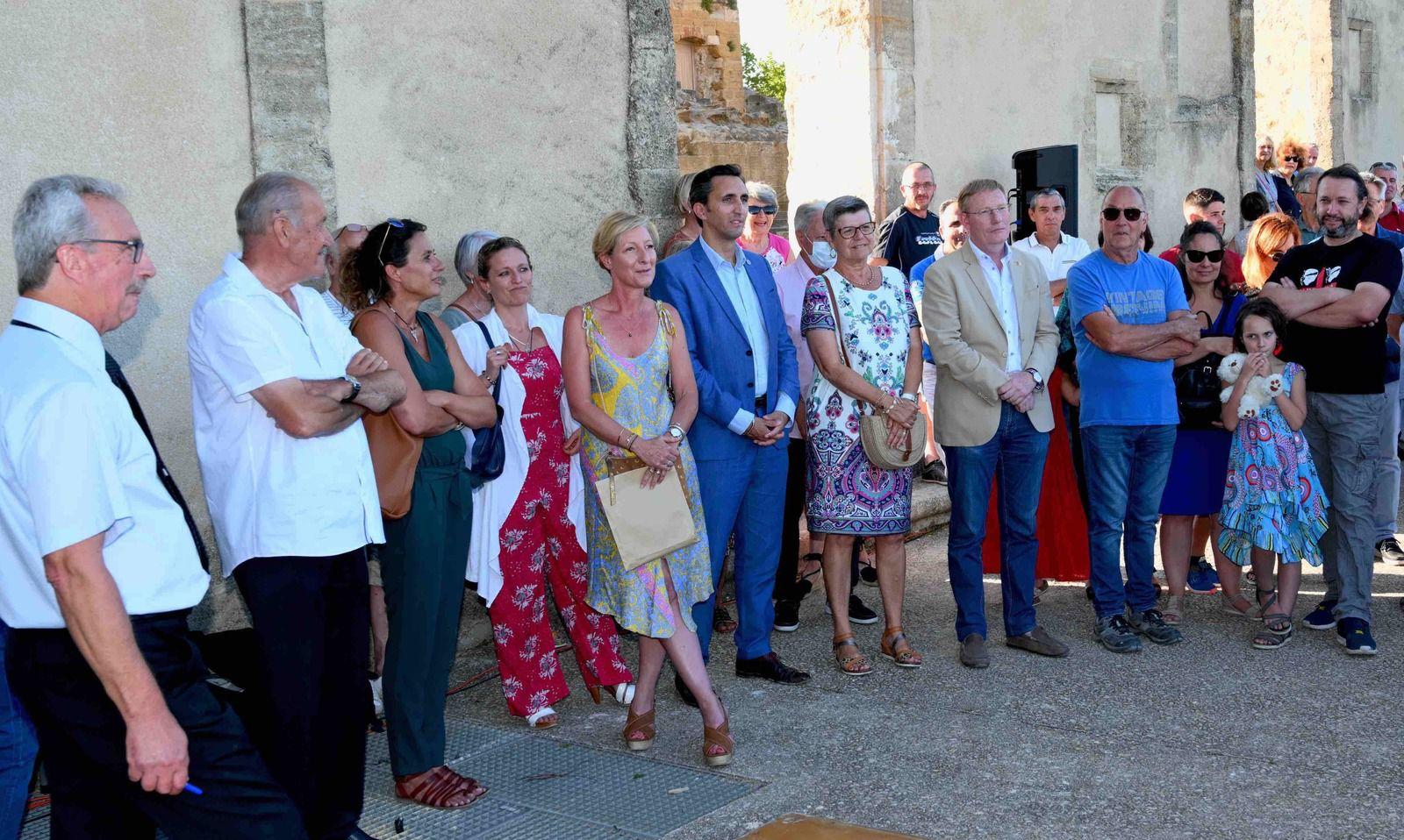 Photo AC: Les personnels de COTELUB a tenu à fêter le départ du«patron»