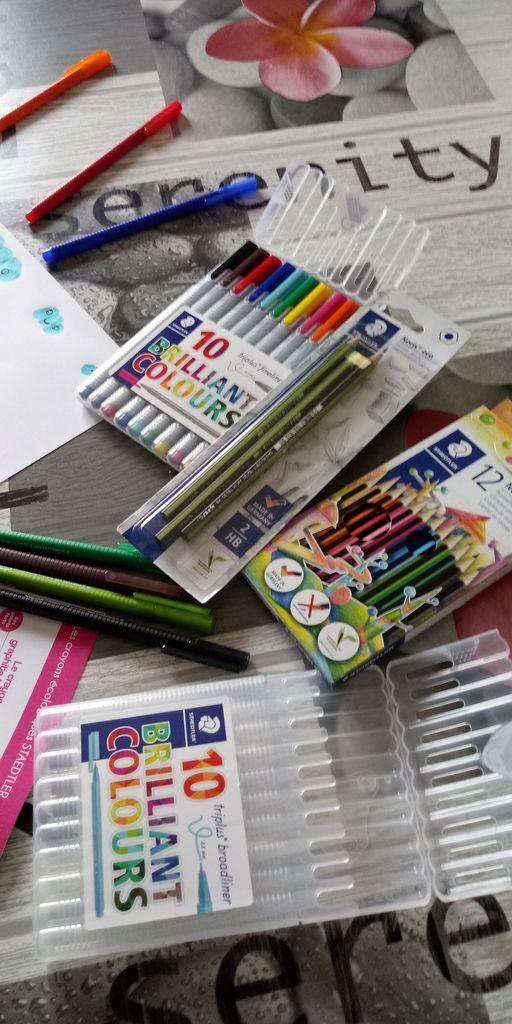 Mes enfants sont ravi de tester les crayons  # staedtler aux mines variées