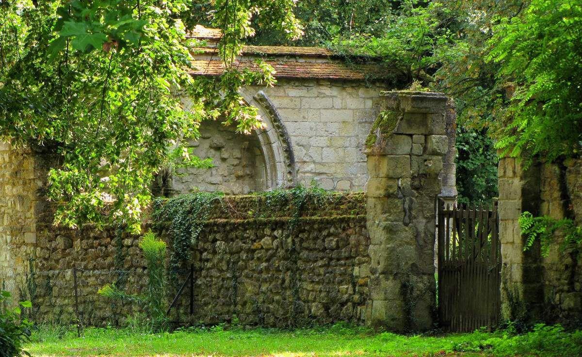 l'ancien Prieuré de Saint-Pierre en Chastres
