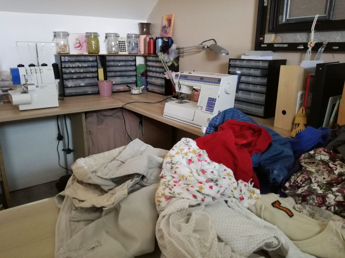 Dans mon Atelier - Vêtements attendant une nouvelle vie 😊