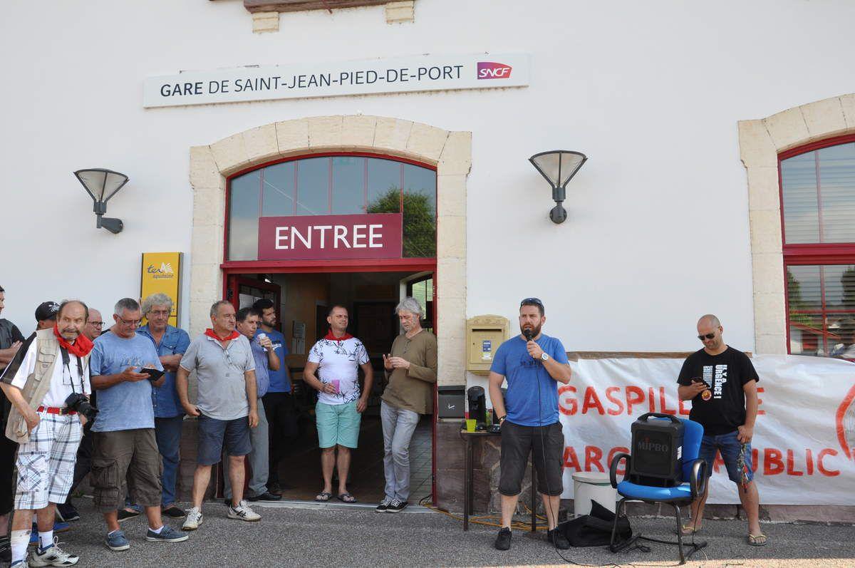 Manifestation des cheminots dans Saint-Jean Pied-de-Port / Garazi le 19 juillet