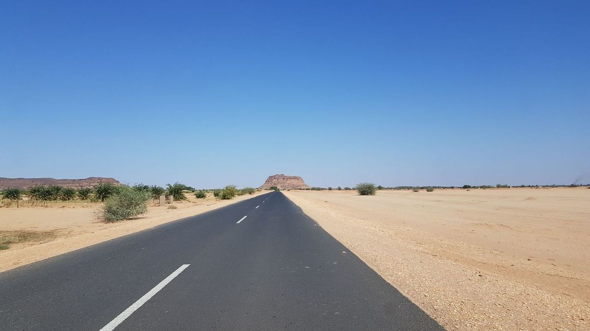 Mini-pyramides et grand désert