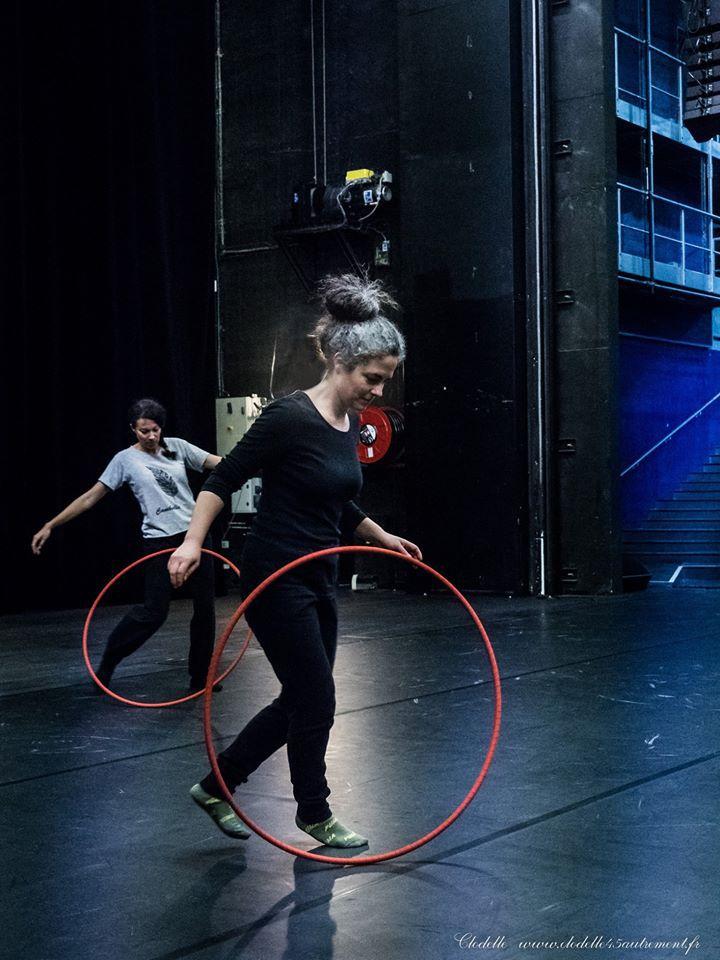 Initiation au Hula Hoop à La Scène nationale d' Orléans