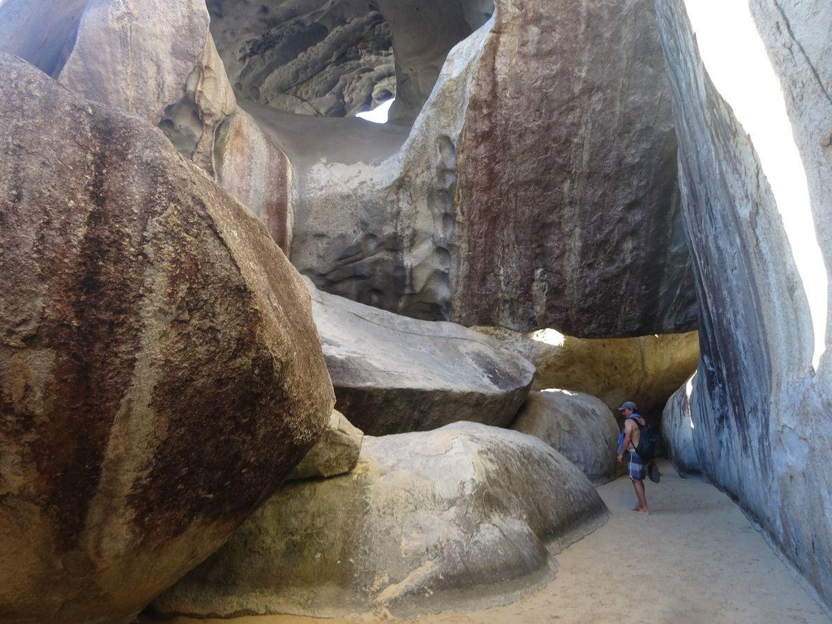 Petit tour dans les rochers de granit de The Baths, sur l'île de Virgin Gorda.