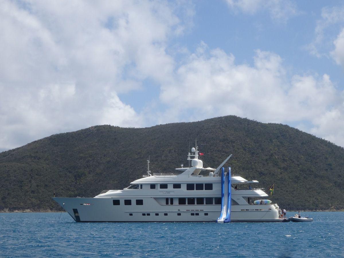 Moi aussi je voudrais un toboggan sur mon bateau.