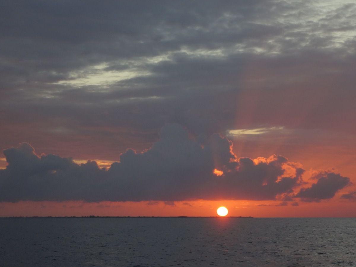 Juste avant de partir, le coucher de soleil sur l'île de Little Cayman.