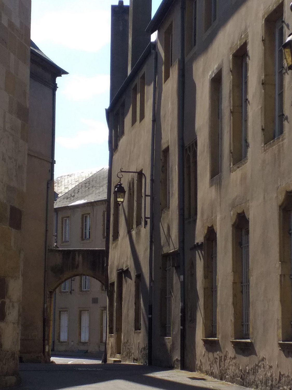 Les rues étroites de la vieille ville.