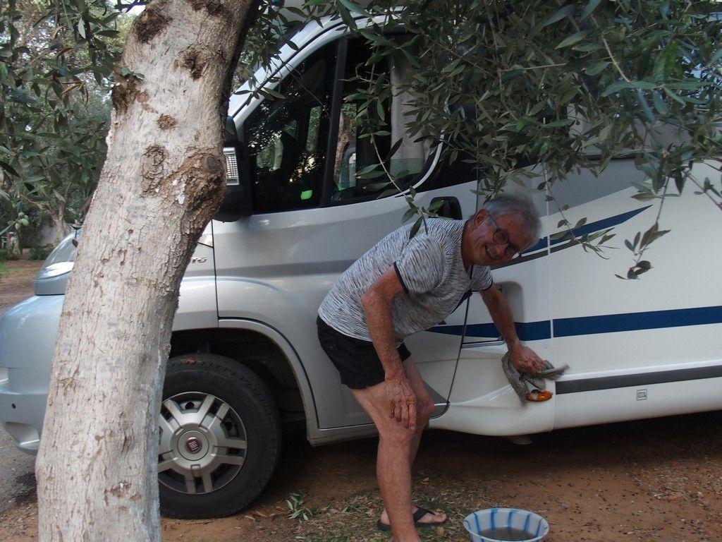 et même le nettoyage du camping-car ....n'est-ce pas Norbert ?