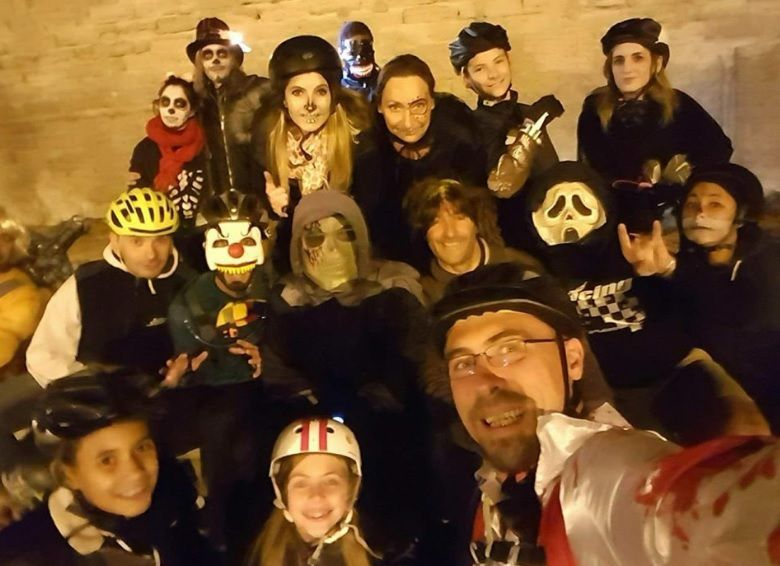 ROLLER LIB NIMES, randonnée d'Halloween avec AVIGNON ROLLER SKATING,