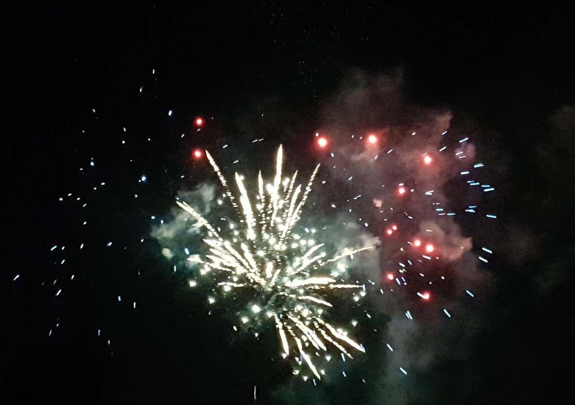 Ce 13 juillet un magnifique feu d'artifice a été tiré près du parcours de santé, un moment toujours très apprécié