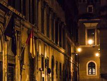La nuit tombe vite à Rome