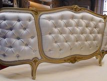 Lit Louis XV capitonné