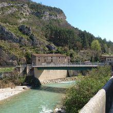 """Boucle """"Crest-Pontaix"""" d'une rive à l'autre de la Drôme."""