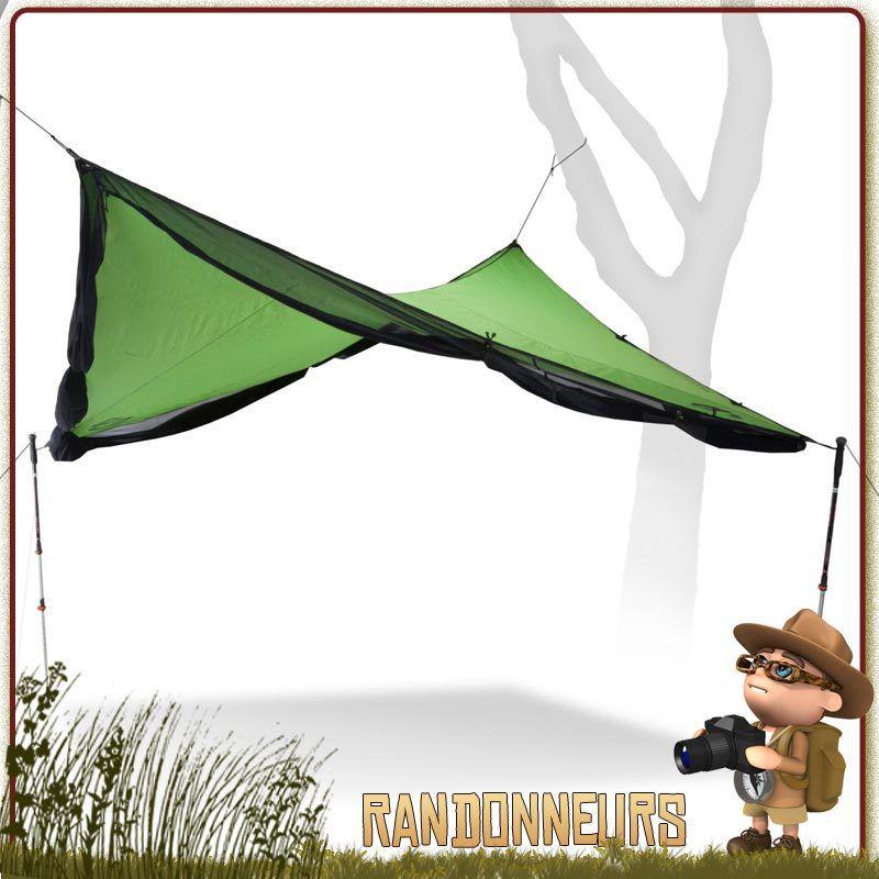 Un tarp abri contre le soleil, la pluie... et les moustiques