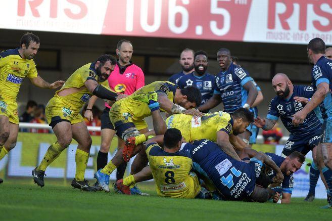 Clermont (en jaune) affronte le Stade Toulousain, dans le choc de la 12e journée. [Crédit : La Montagne]