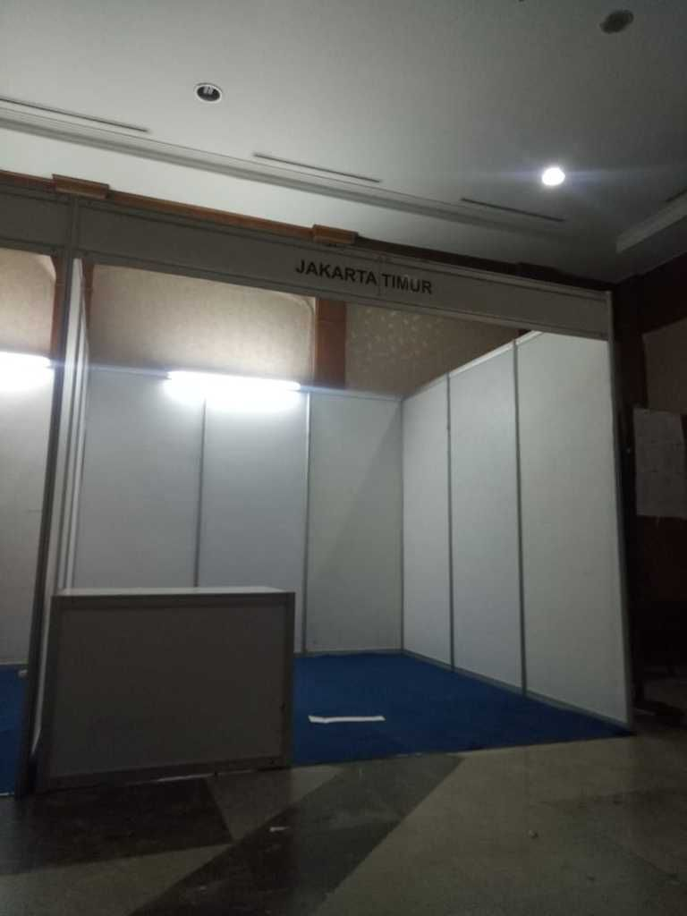 Stand R8, Sewa Stand R8 Partisi