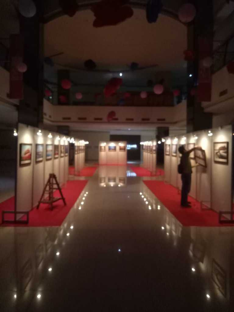 Sewa Partisi Pameran, Pameran Foto R8, Panel Photo Jakarta