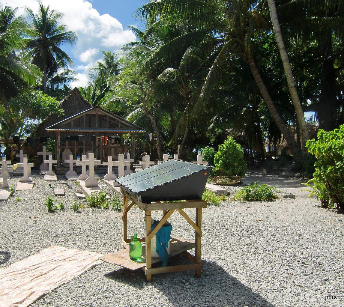 Un lagon de rêve, une société bien organisée, des dessalinisateurs solaires dont certain dans le lagon même sans l'ombre d'un cocotier: Kapigamarangi tout près du Paradis.