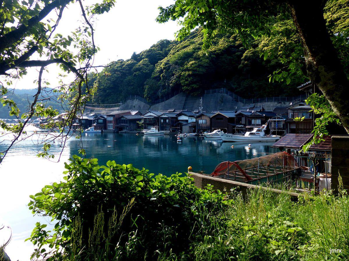 """Ine et sa région. Kawata ancien officier de marine à la barre de Jade. Amanoashidate, le """"pont dans le ciel"""". Cérémonie Shinto."""