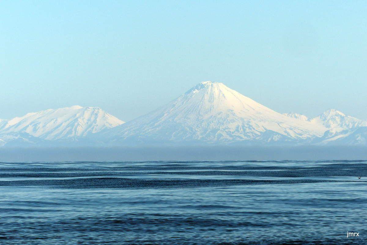 Kouriles:  quand le brouillard se déchire tout est possible, y compris le bain de soleil!