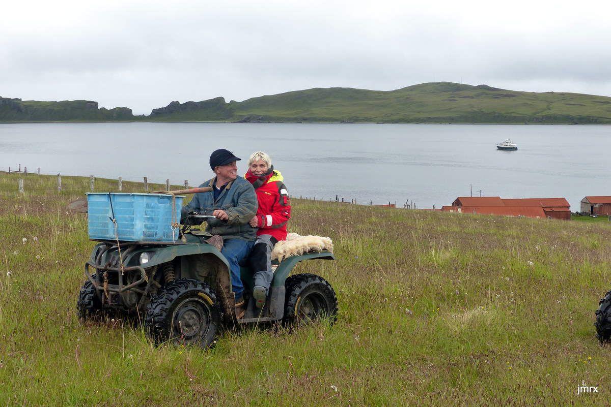 Mailboat Cove et son seul habitant: Art Christensen. Réparation et remorquage de portail!