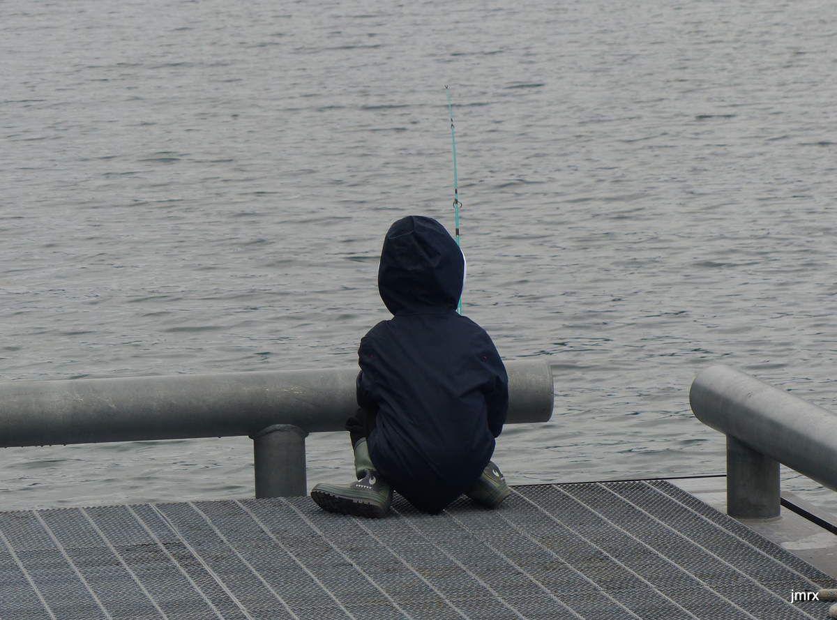Melvin et sa pêche du jour. Joshua fait preuve de beaucoup de patience!