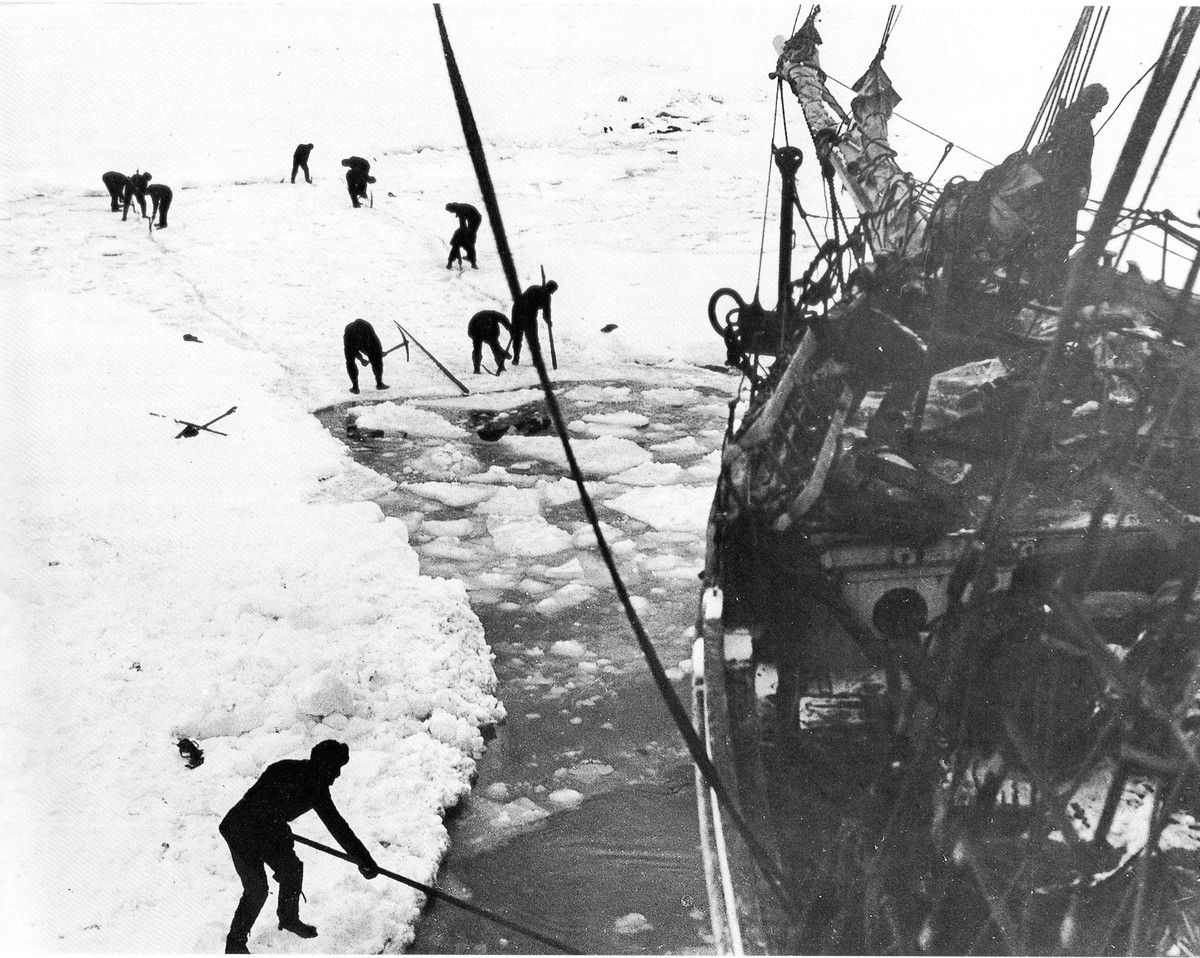 L'Endurance prisonnière de la glace.