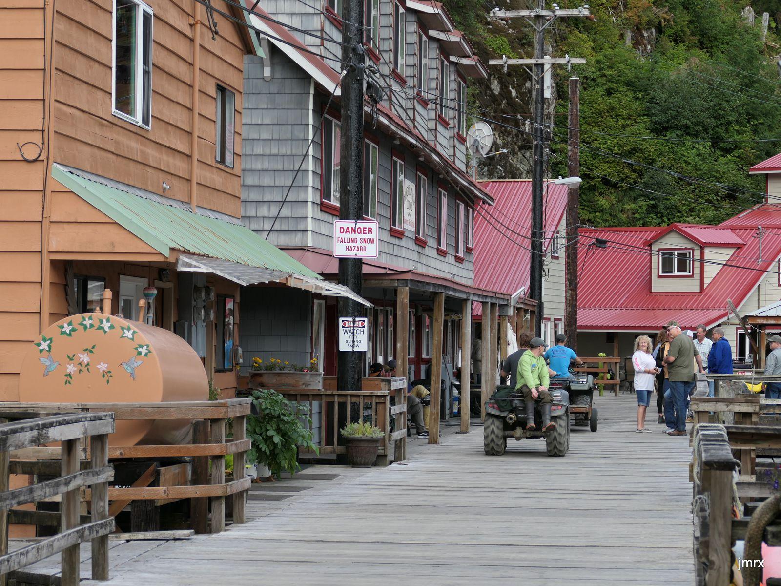 Escale pleine de charme à Pelican et sa rue principale en bois.