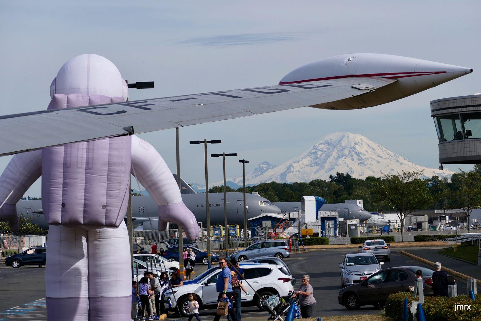 Dominé par la mont Rainier (4450m) le Musée de l'air chez Boeing à Seattle..