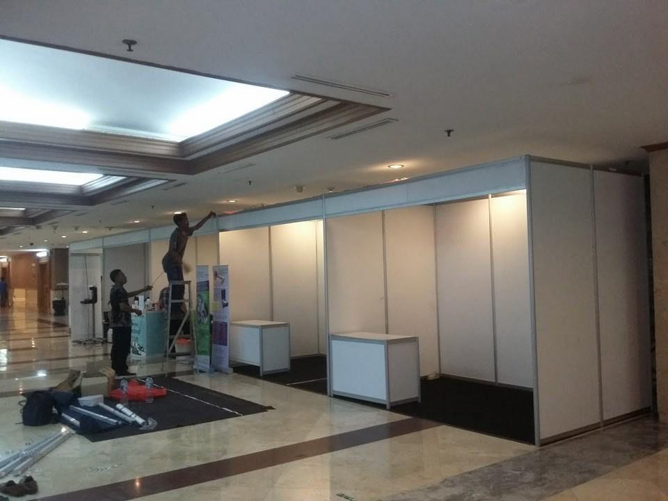 Sewa Fitting Room R8, Sewa Booth R8, Sewa Backdrop R8