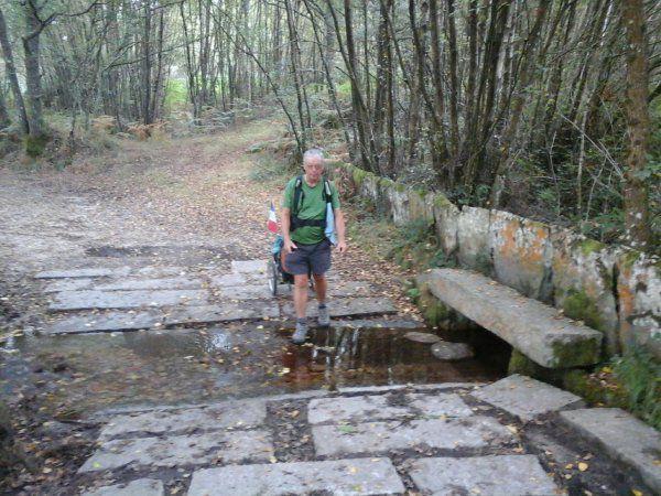 JC et un Herreos ( grenier à grains et non séchoir à grains) Pont et passage à gué Cimetière de la région.