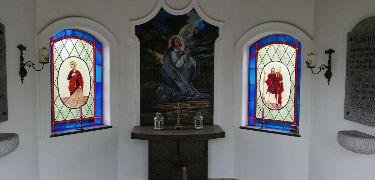 'Eglise de Horsching, champs de fraises, le chemin, et tout ce que j' ai vu sur ce parcours