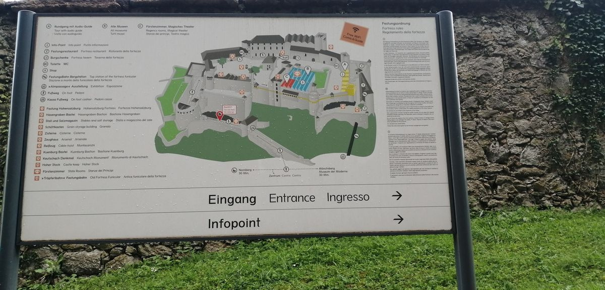 Hohensalzburg Fortress et vue de Salzbourg de la Fortresse ( pris par Napoléon )
