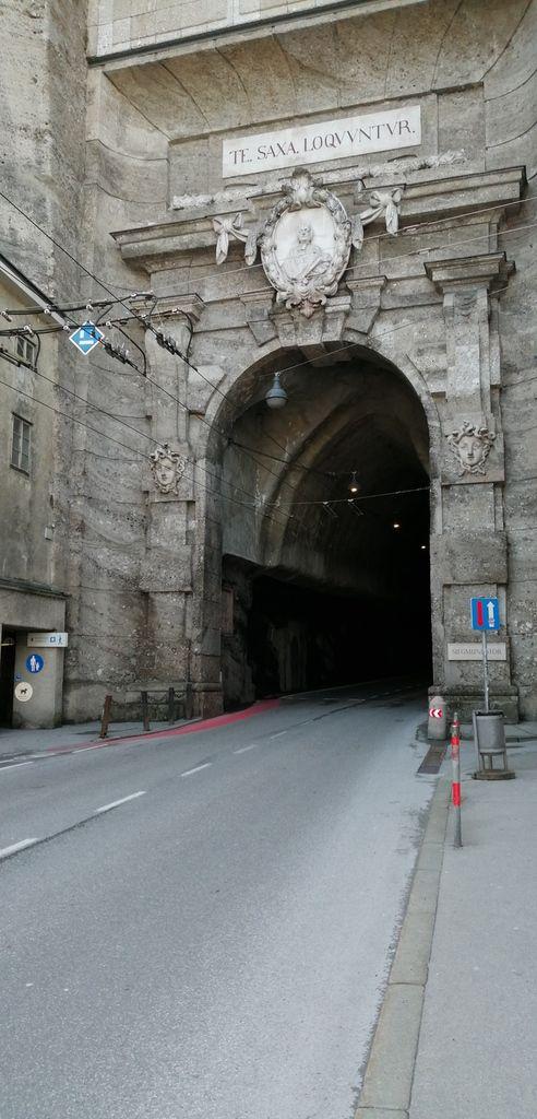 Vuesur laville, et le tunnel que je vais emprunter demain pour suivre mon chemin