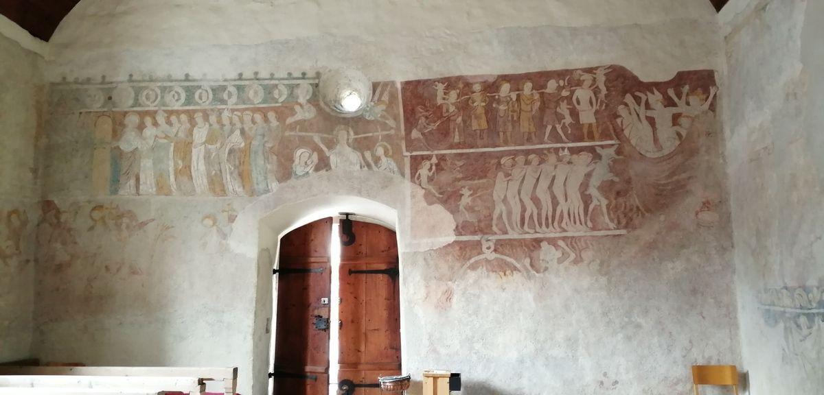 Eglise romane de Bludesch, les bancs sont d'époque ?